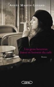 les-gens-heureux-lisent-et-boivent-du-cafe-345303-250-400