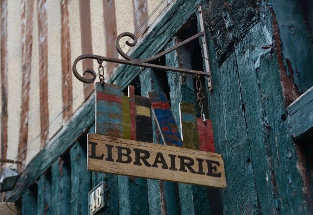 bookstore-3697999_960_720